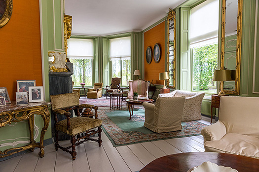 Salon of Huize Boschoord decorated in the original style with antique furniture